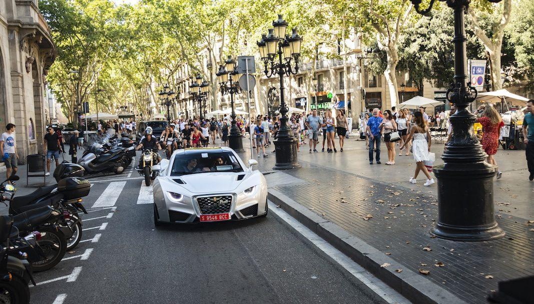 El lujoso Hispano Suiza Carmen se pone de largo en las calles de Barcelona