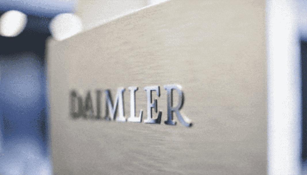 Daimler hunde su beneficio un 95% en el primer trimestre
