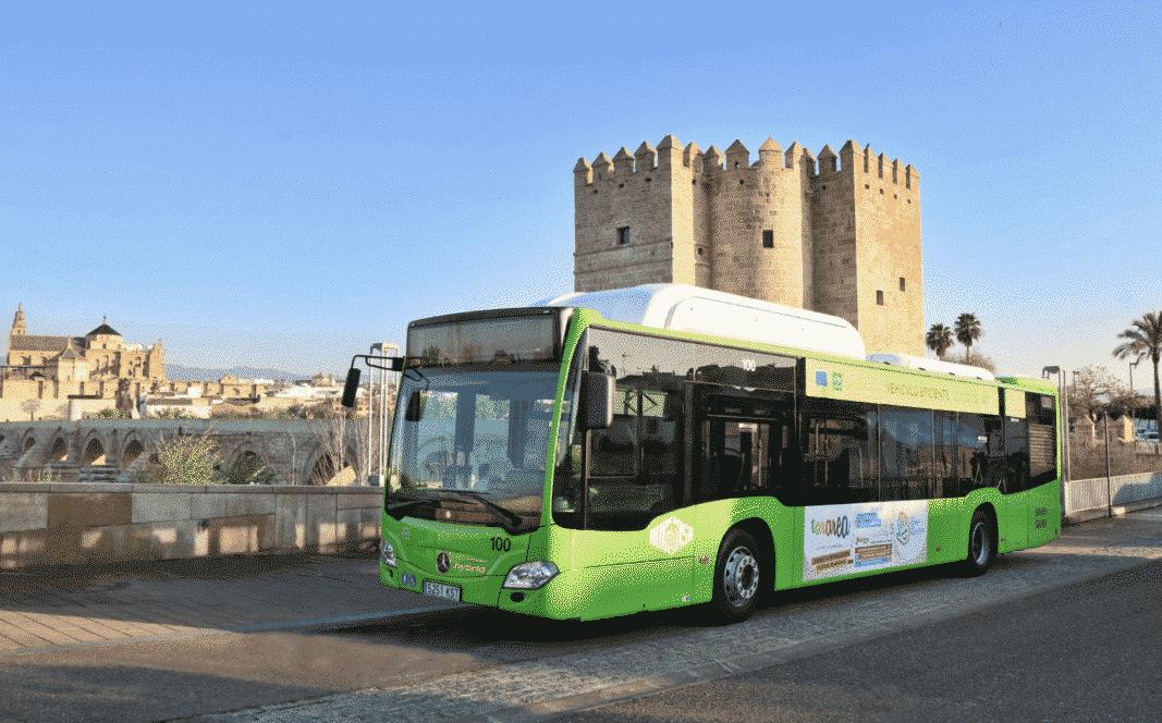 Aucorsa renueva la flota con 16 nuevos autobuses de gas