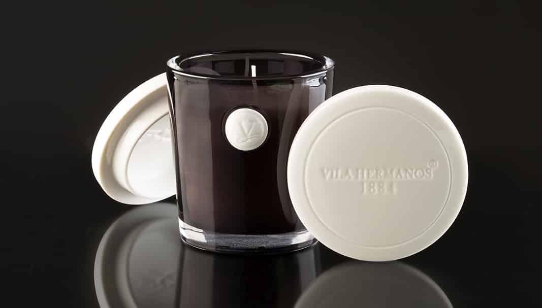 Vaso Topacio: Vanilla&Brum Habanne ,una fragancia cálida con notas de vainilla y hojas de tabaco. Un olor muy especial, elegante y masculino para los amantes de sensaciones diferentes.