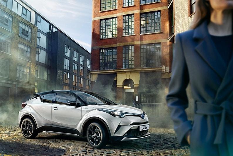 Toyota coloca 2.000 CH-R con Caixabank en renting particular