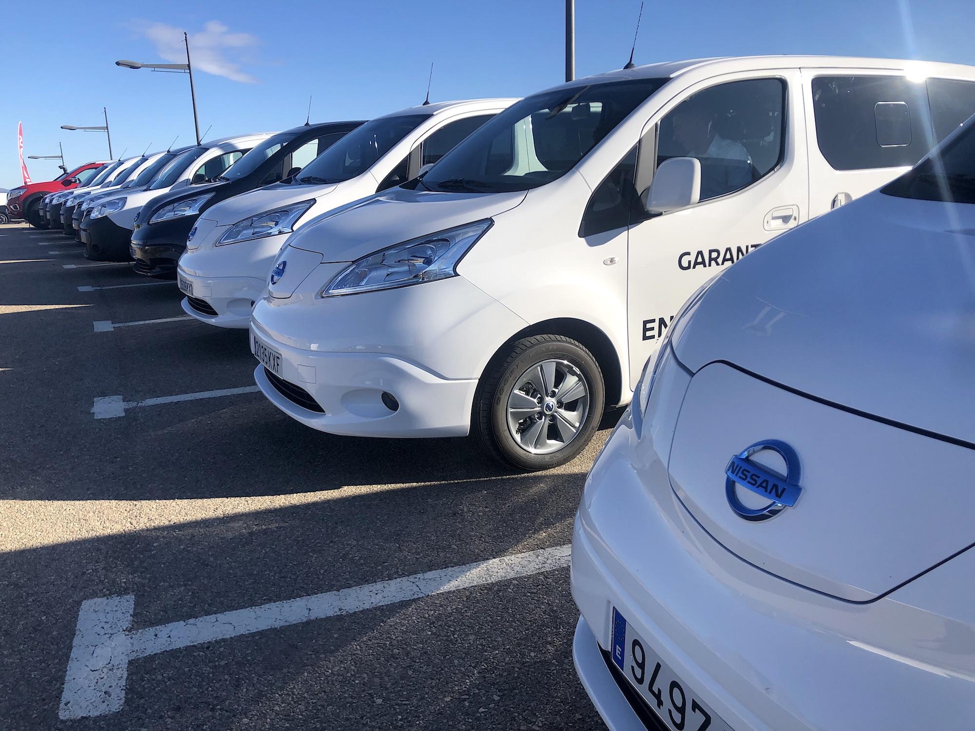 Varios vehículos comerciales, eléctricos y de combustión interna del fabricante de automóviles Nissan. / FLEET PEOPLE