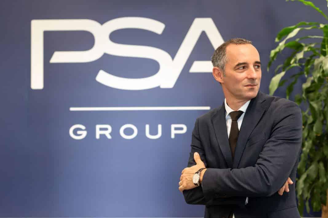 Olivier Quilichini, director de Flotas de PSA Peugeot Citroën, posa en exclsuiva para Fleet People en su despacho de la sede de la compañía, en Madrid. / FOTOGRAFÍA: DANIEL SANTAMARÍA / @FLEET PEOPLE