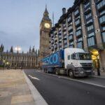 Un camión de flotas de reparto de la firma Tesco circula por el centro de Londres. / FOTOGRAFÍA: PAJOR PAWEL / SHUTTERSTOCK