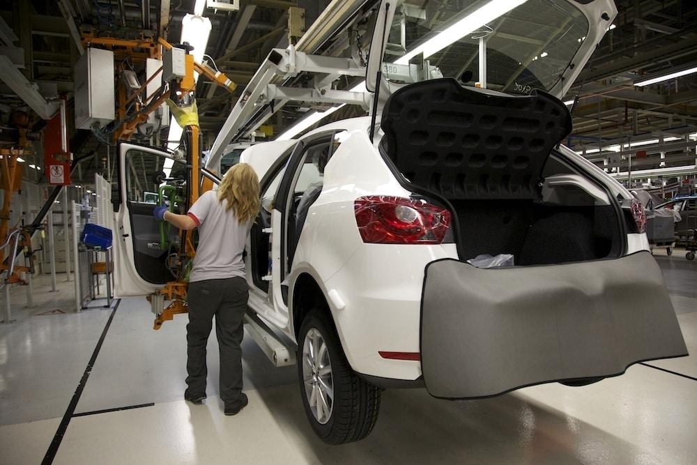 La producción de coches creció un 10% en octubre en España