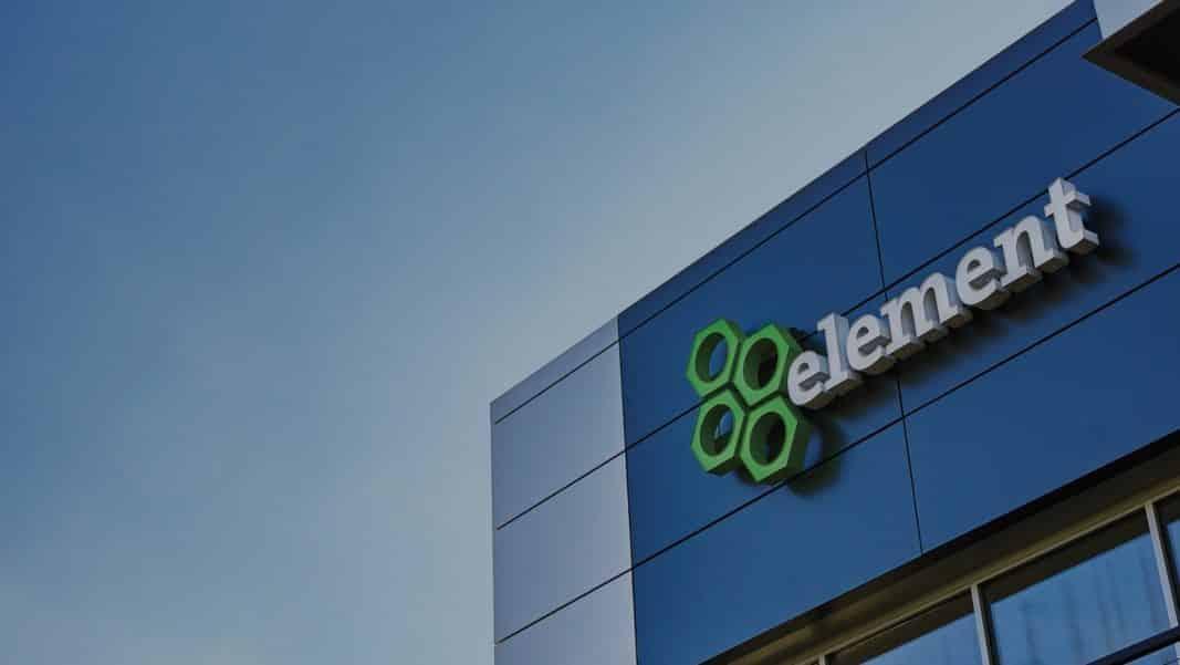 El logo de Element Fleet, en una de las sedes de la compañía, en México.