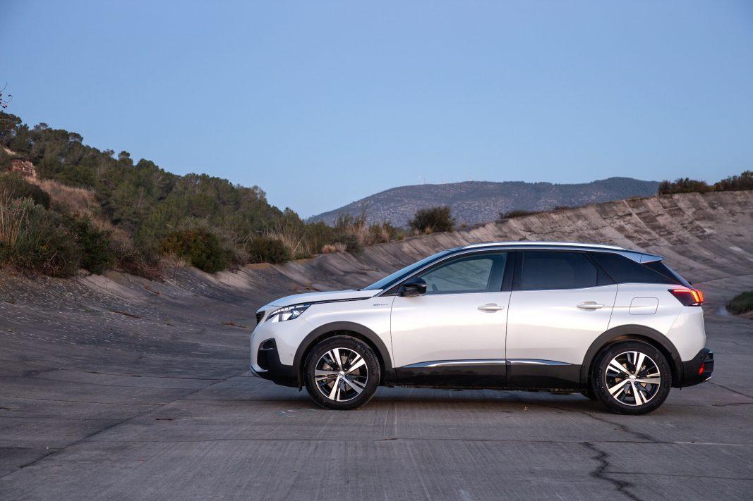 Peugeot se abre a las empresas: los híbridos enchufables, disponibles