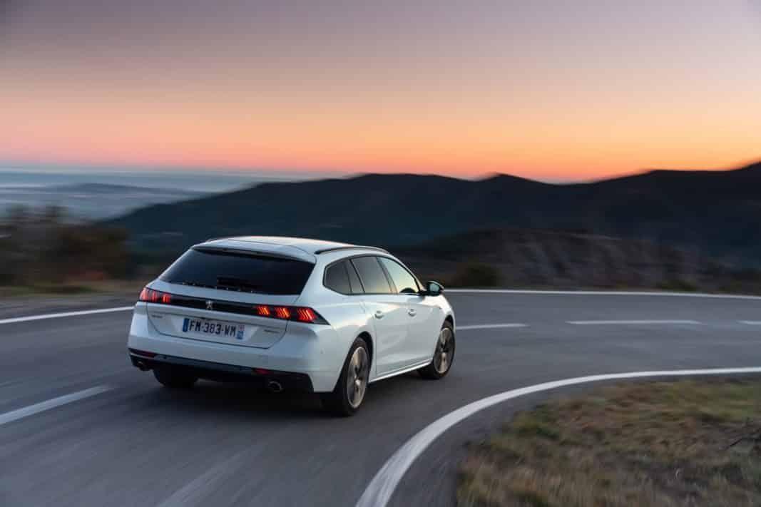 Peugeot eleva su apuesta por las flotas con nuevos híbridos y eléctricos
