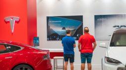 Un concesionarios de automóviles de Tesla, en Valencia. FOTOGRAFÍA: VIVITTA