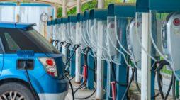 ACEA Varios puntos de recarga públicos para coches eléctricos en Huizhou, China. FOTOGRAFÍA DE CHINTUNG LEE