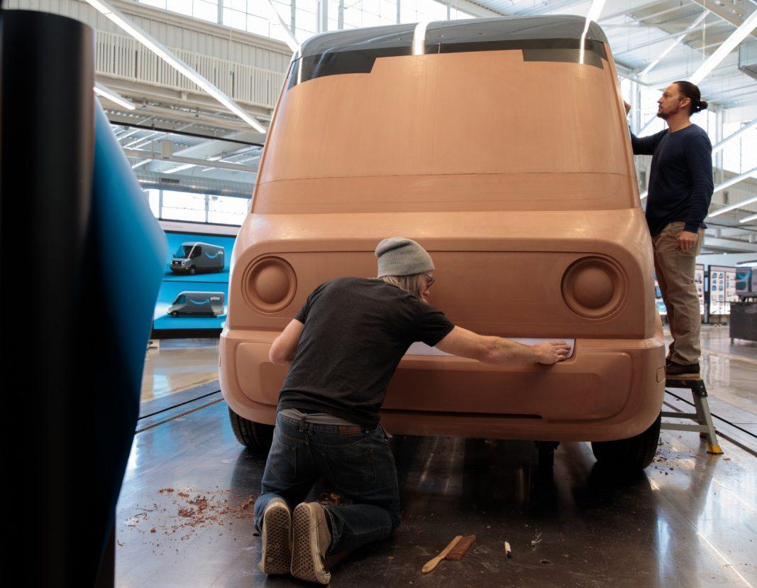Así avanza la fabricación de las 100.000 furgonetas e-commerce de Amazon