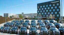 Una flota de vehículos eléctricos smart de Sabadell Renting. BANCO SABADELL
