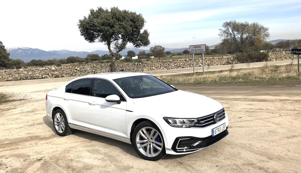Volkswagen revisa la cumbre de sus berlinas de empresa con el nuevo Passat