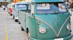 Furgoneta de Volkswagen antigua, en Tailandia.