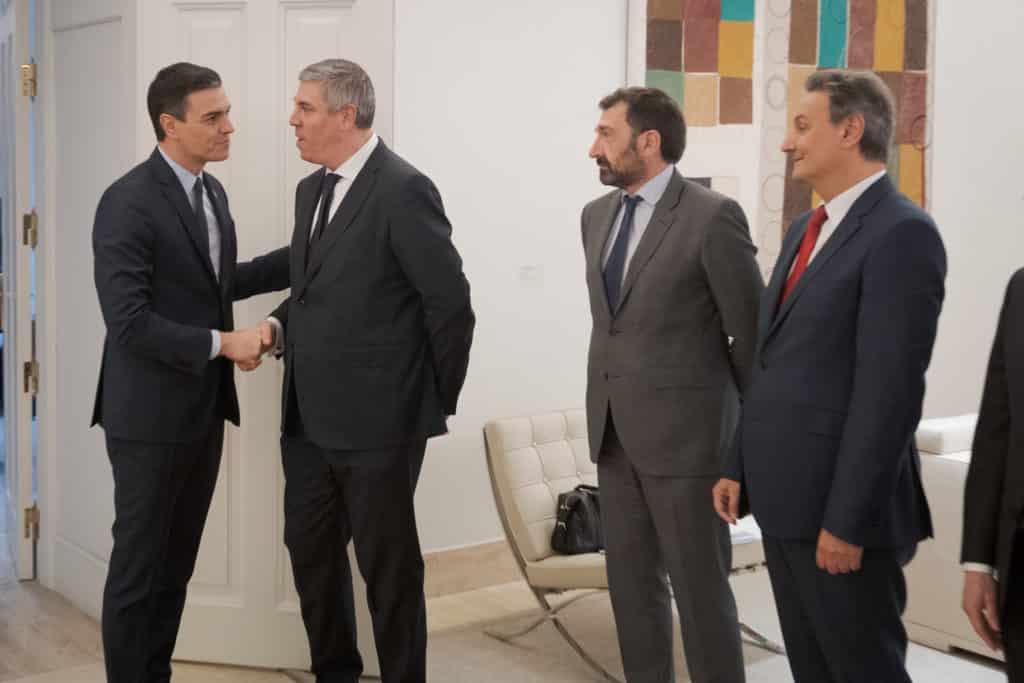 La cúpula de Anfac se reúne con el presidente del Gobierno, Pedro Sánchez, el 2 de marzo de 2020. MONCLOA