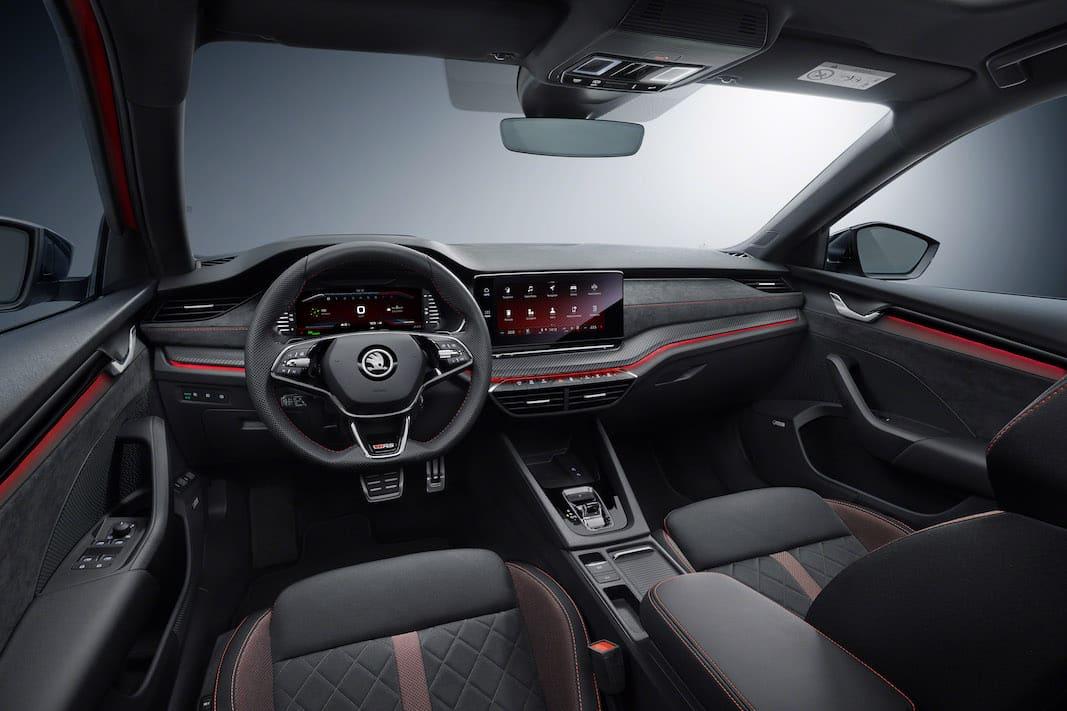 Skoda Octavia RS iV puede recorrer 200 kilómetros con autonomía eléctrica