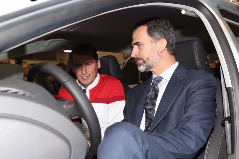 Los Reyes se reúnen con la automoción española para pulsar su situación