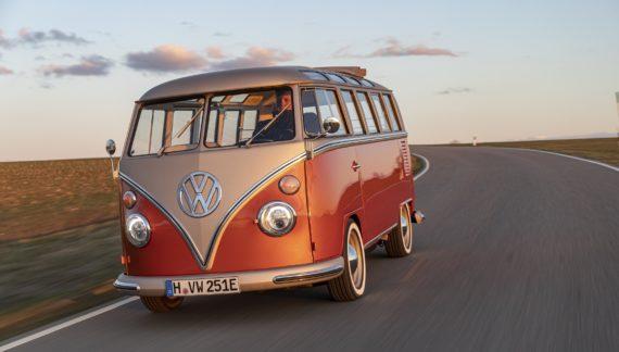 Volkswagen presenta el e-Bulli, su furgoneta eléctrica más cool (y vintage)