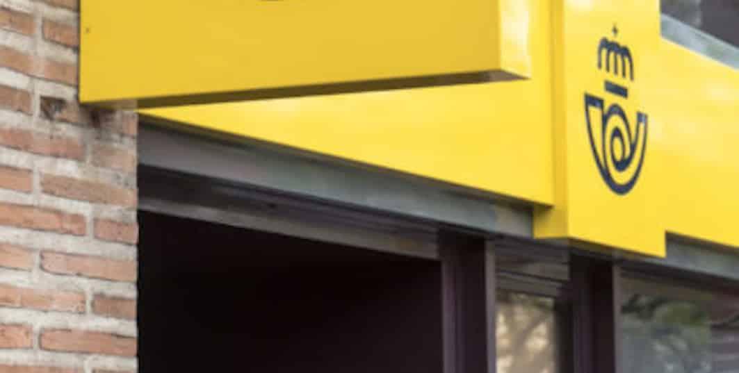 Correos formaliza con BBVA el renting de 464 furgonetas por 19 millones