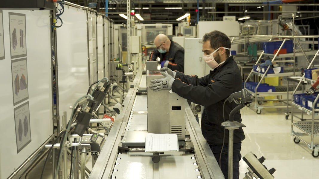 Seat ya fabrica respiradores en su centro productivo de Martorell