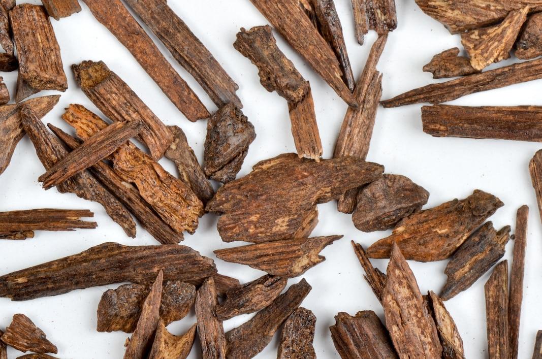 Sticks de oud, muy utilizados para inciensar. Fotografía de Khalid Hassan