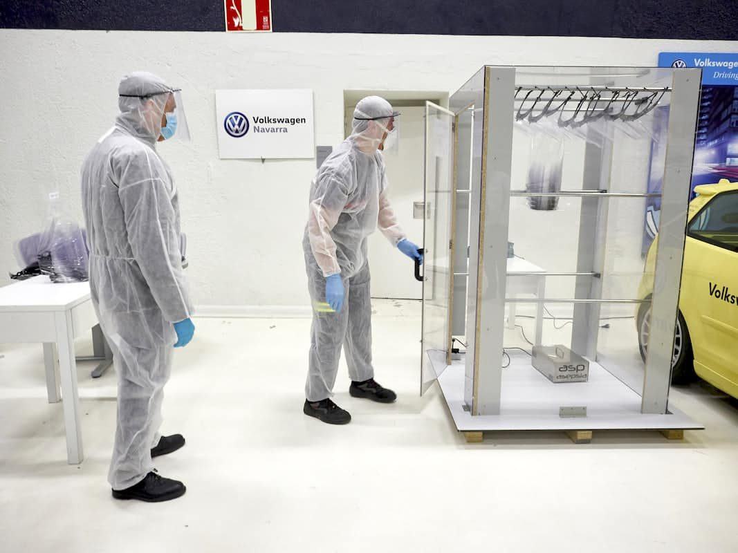 Volkswagen Navarra entrega mil pantallas protectoras con su impresora 3D