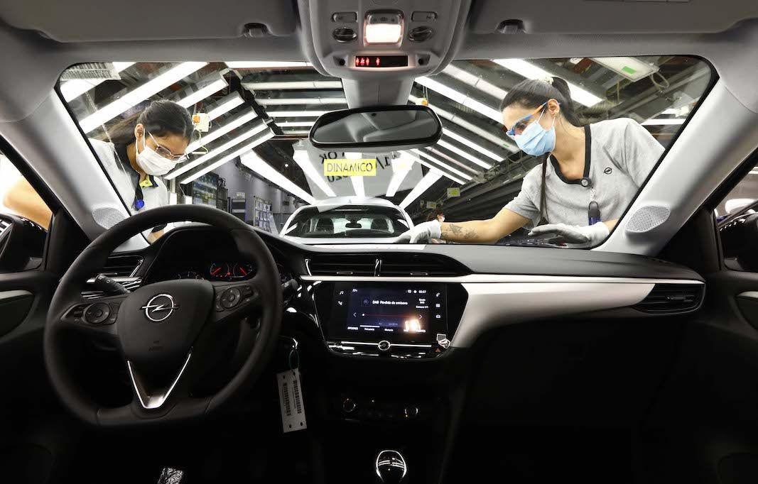 Stellantis impide entrar a trabajadores de una empresa en Opel Figueruelas