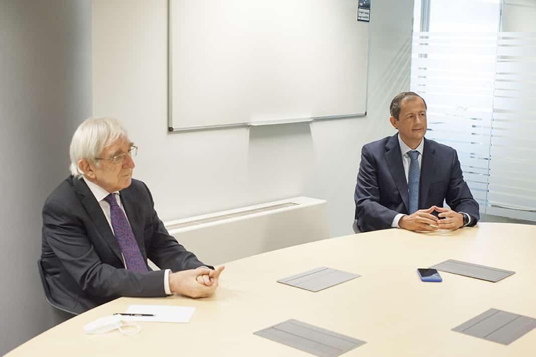 Agustín García y José-Martín Castro Acebes, de la Asociación Española de Renting (AER). FOTOGRAFÍA: FERNANDO ARÚS ©FLEET PEOPLE
