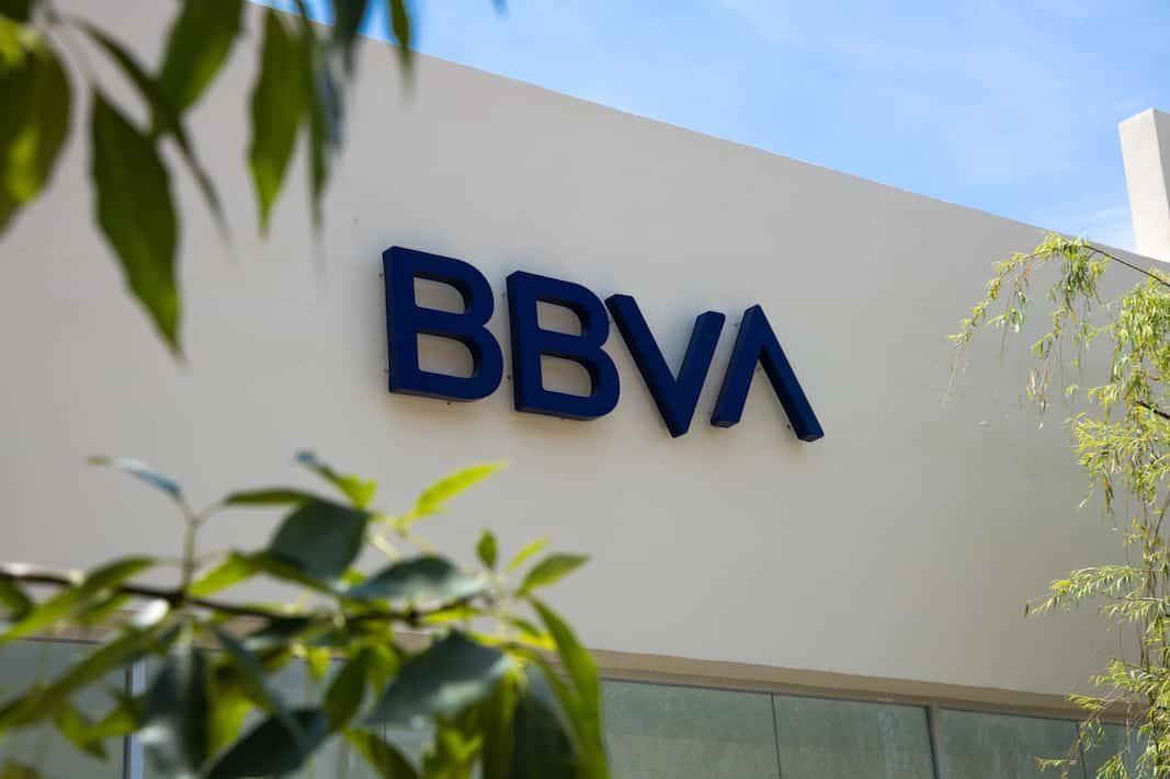 BBVA y Sabadell negocian su fusión: 20.000 vehículos de renting, en juego