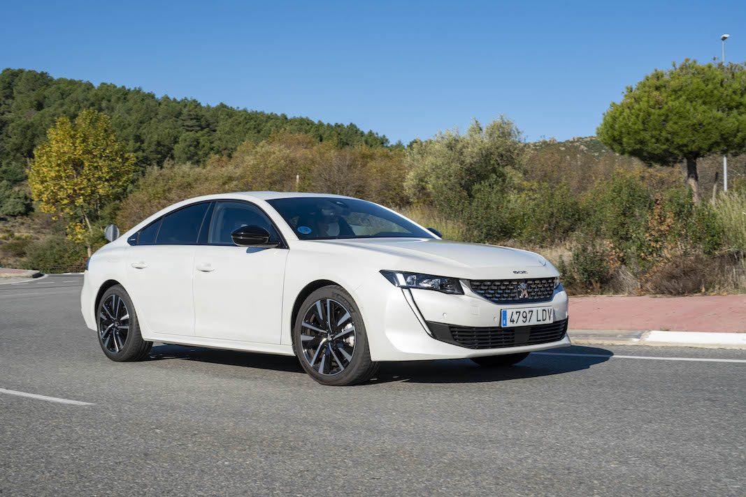 508 híbrido: Peugeot se conecta con la larga distancia profesional