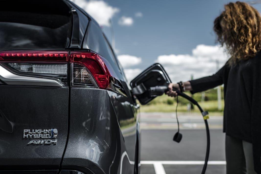 Volkswagen, Mercedes y Toyota, los electrificados más buscados