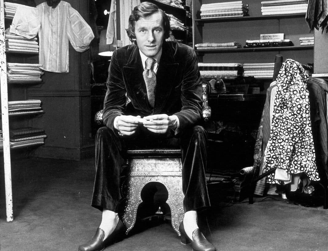 """El grandioso Michael Fish, creador de la corbata """"arenque"""", uno de los complementos irrenunciables de los peacocks, eun una imagen de 1970. FOTOGRAFÍA: JOHN LYONS."""