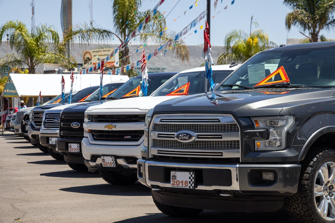 Un grupo de pick ups de Ford a la venta en Aguascalientes (México). FOTOGRAFÍA DE MIKEL DABBAH