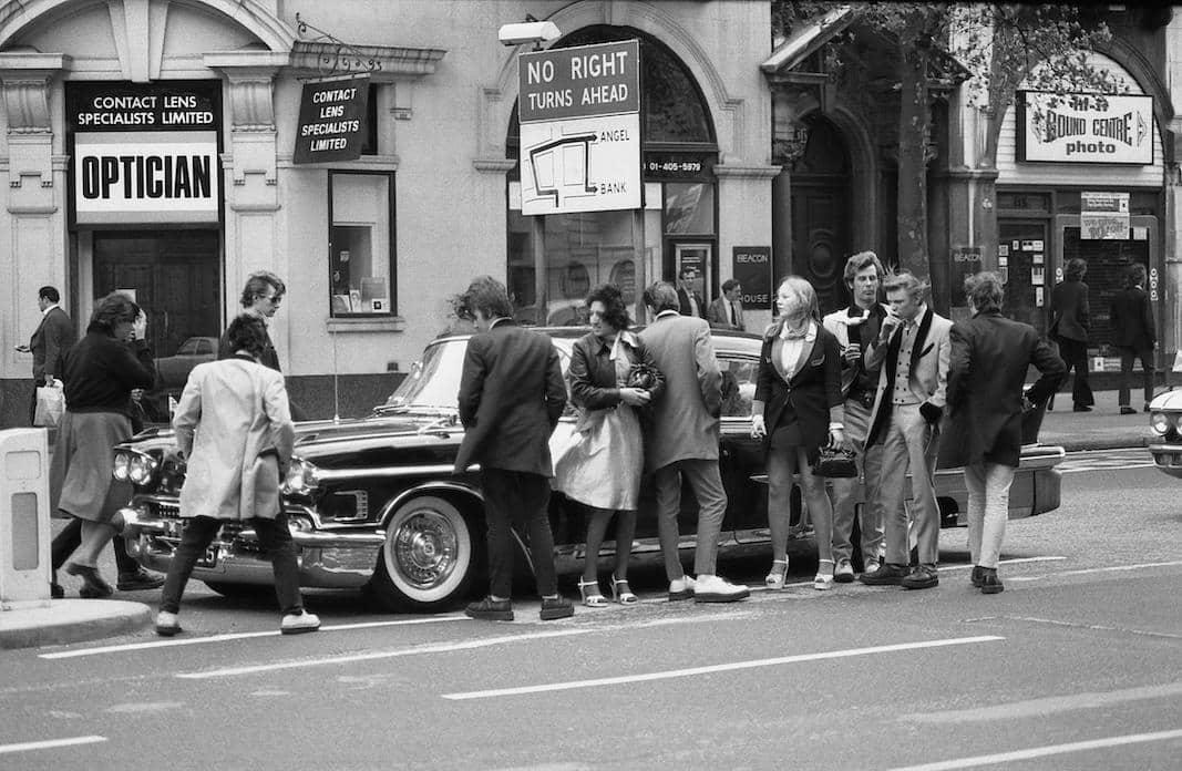 Mayo de 1976, Londres. Un grupo de 'Teddy Boys', en la calle. FOTOGRAFÍA: DAVID FOWLER