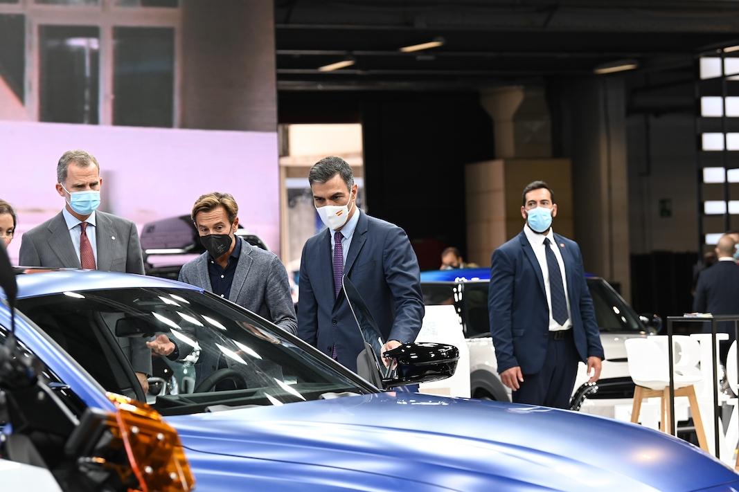 Pedro Sánchez, presidente del Gobierno, durante su visita a Automobile. FOTOGRAFÍA: POOLO MONCLOA / DIEGO DEL MONTE
