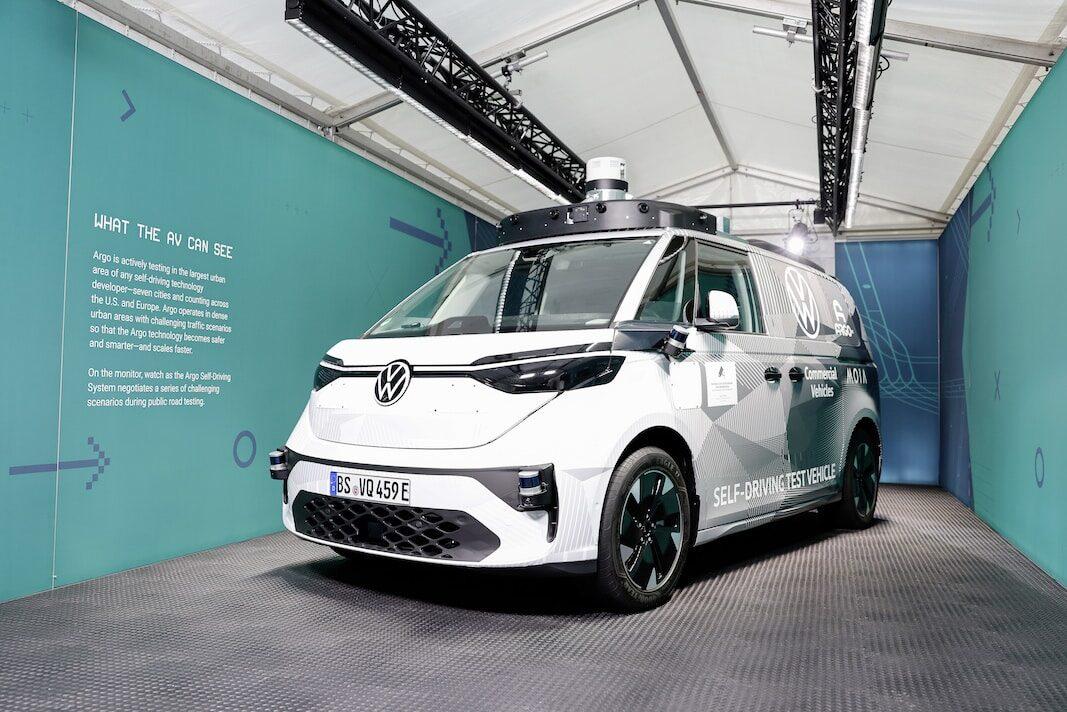 ID.Buzz AD: Volkswagen enseña el camino autónomo de los comerciales
