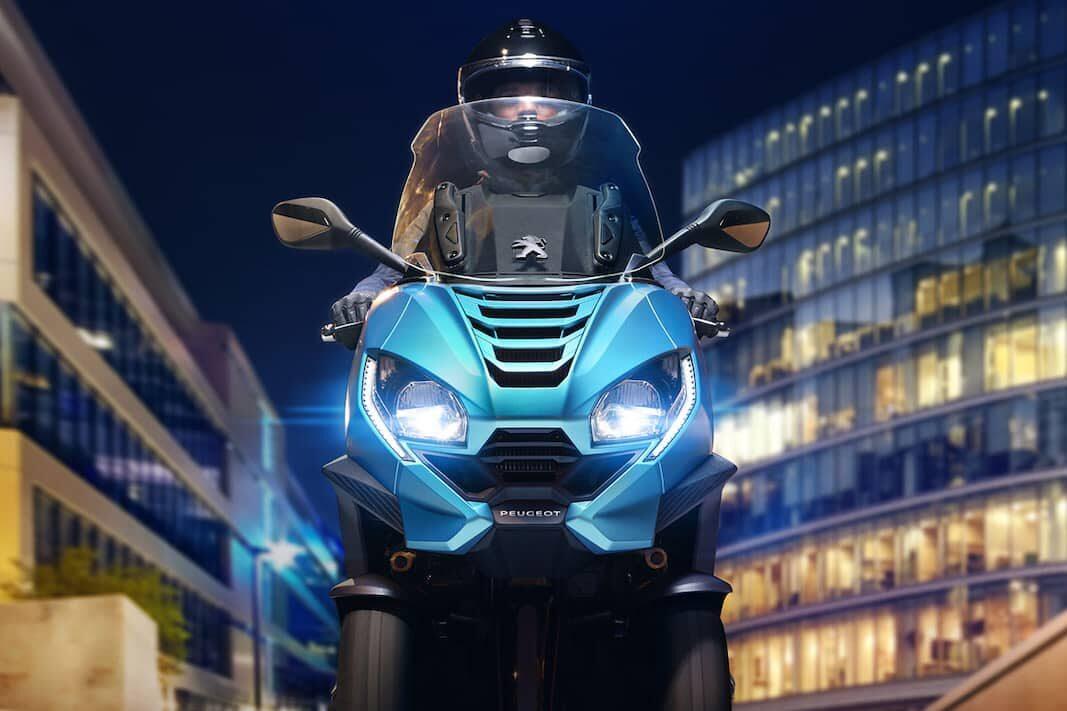 Peugeot seguirá vendiendo el escúter Metropolis en Francia e Italia